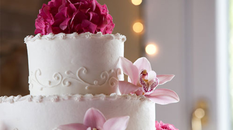 brgg_conference-and-catering-center-wedding-cake.jpg
